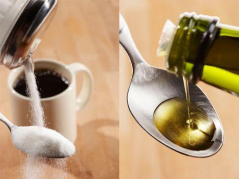 Yağı, şekeri azaltın!  Kış yaklaştıkça, vücudumuz ısı değişikliğine uyum sağlayabilmek adına harcadığı enerjiyi düşürür. Azalan fiziksel aktiviteye paralel olarak yağ ve şeker tüketimi de kısıtlanmalıdır.