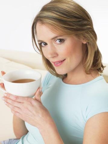 Ara öğün 1 dilim kek + çay Öğün analizi: 160 kalori  Akşam 1 tabak sebze yemeği (fasulye)  1 su bardağı yoğurt (yağsız)  Öğün analizi: 240 kalori  Ara öğün 1 orta boy elma  Öğün analizi: 100 kalori
