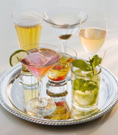 Sağlıklı ve lezzetli mönü oluşturun!  ŞARAPMARY Servis: 1 kişilik Malzemeler: 30 cl domates suyu, 10 cl beyaz şarap, 2 cl limon suyu, taze nane yaprağı, tuz, karabiber.   Yapılışı:  Buzlu bardakta birkaç damla limon suyu, şarap, tuz ve karabiberi bir araya getirin. Bardağı tamamlayacak kadar domates suyu ekleyin ve karıştırın. Taze nane yaprağı ve kiraz domates ile süsleyin. Servis yapın.