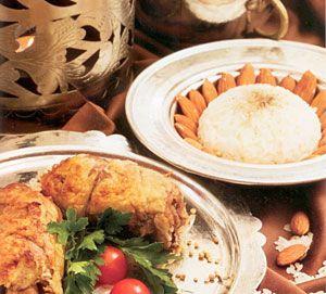 DOBO  • 150 gr kuzu but (yaprak açılır)  • 10 gr sarmısak  • 10 gr badem • Kuyruk yağı (yaprak açılır)  Hazırlanışı:   Kuzu but yaprak şekline getirilerek, içerisine sarımsak ve badem gizlenir. Kuyruk yağına sarılarak, porsiyonlar halinde alüminyum folyo yardımıyla, tencerede buğulanarak pişirilir. Maydanoz ile süslenerek servise sunulur.
