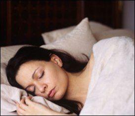 Düzenli uyuyun  Her gün 8 saatlik düzenli uyku, göz sağlığınız için yararlı olur; her akşam aynı saatlerde uyumak gözlerinizi dinlendirir. Gün arasında ise 5 - 10 dakikalık göz dinlendirmesiyle daha etkili gözlere kavuşabilirsiniz.