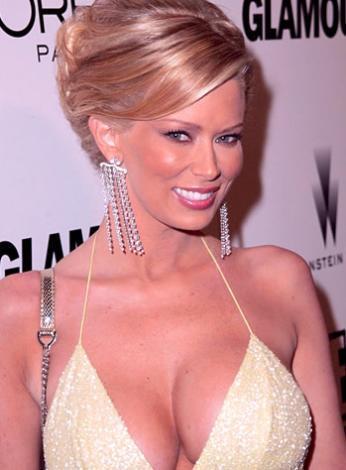 1974 doğumlu Jameson'ın asıl adının Jennifer Marie Massoli olduğunu ve pornonun kraliçesi olarak tanındığını da hatırlatalım.