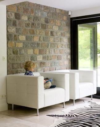 Duvarlarda taş modası...  Çok ince bir malzemeden yapıldığı için fazla yer tutmuyor. Bunun yanı sıra hafif yapısı sayesinde binalara ağırlık yüklemiyor.