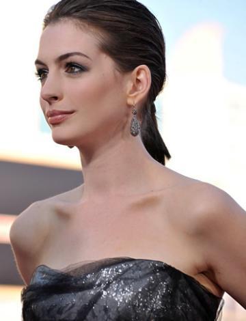 5 Anne Hathaway