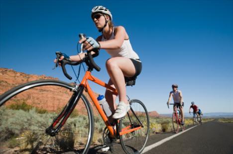 Dalış + bisiklete binmek: Kondisyon egzersizleri içeren spor türlerini düzenli yaparsanız, dalışta daha iyi ilerleme kaydedebilirsiniz.