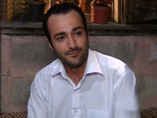 Fırat Doğruloğlu:  Saç köşeleri dik kavisli, saç çok parlak ve sağlıklı.
