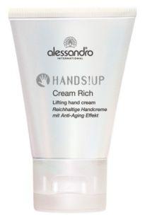 Tırnakları bakımlı tutmak için Çantanızda her zaman bir kütikül kremi ve yoğun nem veren bir el kremi bulundurmalısınız. Elleri her zaman bakımlı tutmanın bir yolu da yüzünüze her nemlendirici sürdüğünüzde, aynı kremden ellerinize de bir parça sürmeniz. Yoğun nem veren, anti-aging konusunda da iddialı bir ürün arıyorsanız, tavsiyemiz Alessandro Hands Up Cream Rich el kremi.