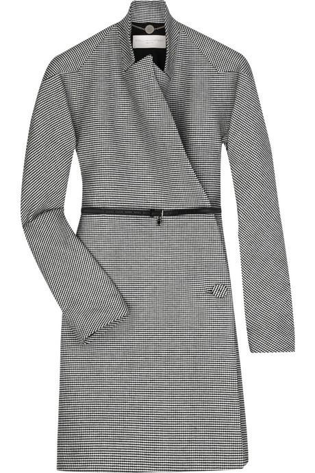 Stella McCartney tasarımı bu palto belden bir kemerle tutturuluyor. Sadece bunu giyerek bile ısınabilirsiniz. Fakat yağmurlu havalarda yağmurluğunuzu yanınıza almayı unutmayın.