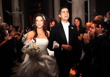 Oyuncu Mehmet Ali Alabora, Pınar Öğün ile perşembe akşamı Ankara Tren Garı'nda aile bireylerinin katıldığı nikâh töreni ile evlendi.