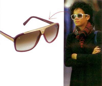 Rihanna'nın büyük güneş gözlüğü Taktığı her aksesuarıyla bir trendsetter haline gelen Rihanna, bu defa Louis Vuitton gözlüğü ile görülüyor New York sokaklarında.  Kemik gözlük, 930 TL  Louis Vuitton (0212) 246 69 75