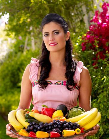 5) Bol bol meyve yemek  Metabolizmayı hızlandırmaya destek olan başka bir yöntem ise, acıkılan zamanlarda bol bol meyve yemektir. Özellikle karpuz, kiraz gibi kalorisi düşük yaz meyvelerini tercih edebilirsiniz.