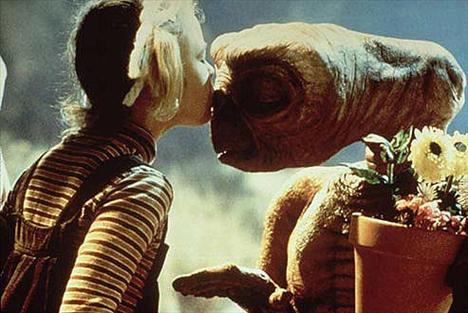 'E.T' filmindeki bu sahne hafızalara kazındı...