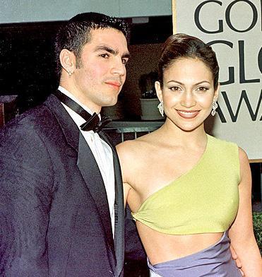 Jennifer Lopez ile ilk eşinin balaylarında çekilmiş seks görüntüleri yasaklandı. Lopez başına böyle bir olay gelen tek ünlü değil.İşte kimi zaman kendi istekleriyle kimi zaman da gizli saklı çekilen seks kasetleri yüzünden başı belaya giren ünlüler: