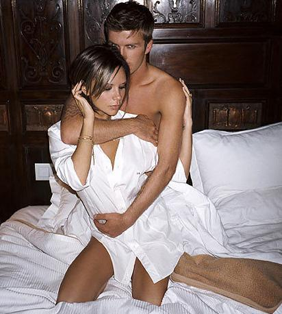 Futbol yıldızı David Beckham'ın adı da bir skandala karıştı. Rebecca Loos 2004 yılında Beckham Madrid'de yaşarken ünlü futbolcuyla ilişki yaşadığını söyledi. Ama ne David ne de Victoria Beckham bu olay hakkında fazla yorum yapmadılar ve olay kapandı.