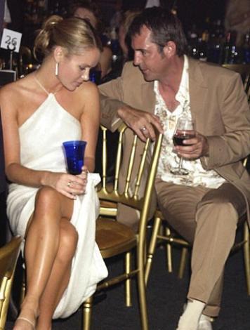 İngiltere'te yayınlanan Britain's Got Talent adlı yarışmanın jüri üyelerinden Amanda Holden 2000 yılında aktör Neil Morrissey ile bir ilişki yaşadı. Holden o sıralarda TV sunucusu Les Dennis ile evliydi. Ülkemizde de yayınlanan Grey's Anatomy adlı dizinin yıldızlarından Eric Dane ile eşi Rebecca Gayheart'ın seks kasedi magazin gündemine bomba gibi düştü. Bir kaç gündür internetteki magazin bloglarının manşetlerinde yer alan habere göre Dane ve Gayheart'ın yanısıra eski ABD Gençlik Güzeli Kari Ann Peniche'in de yer aldığı video internette dolaşıyor.