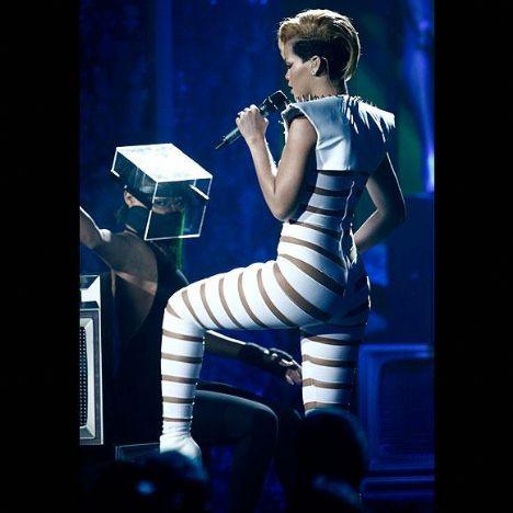 Rihanna gündemden hiç düşmüyor - 8