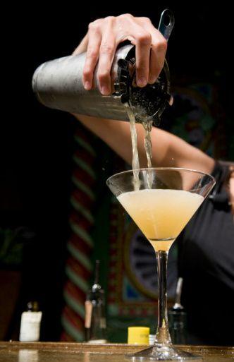 Duyguları ve bedeni canlı tutan karşımlar...  BRANDY AĞIRLIKLI Morning Glory Malzemeler:  30 ml Brandy 15 ml portakallı Curacao 15 ml saf limon suyu Az miktarda Angustura Bitter Az miktarda Pernod Buz  Hazırlanışı: Bütün malzemeleri shaker'a koyup karıştırdıktan sonra içkiyi servise sunabilirsiniz. Garnitür olarak limon kabuğu seçin.