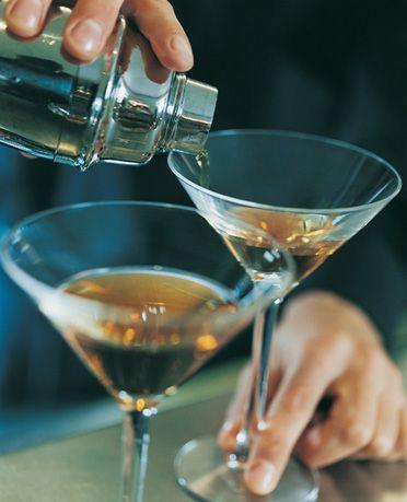 CİN AĞIRLIKLI Perfect Lady  Malzemeler:  30 ml Gin 15 ml şeftali Brandy 15 ml limon suyu 1 yumurta beyazı  Buz  Hazırlanışı: Shaker'da karıştırdıktan sonra kokteylinizi servise sunabilirsiniz. Garnitür olarak şeftali dilimi kullanın.