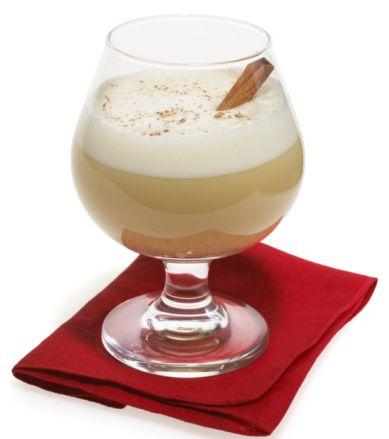 SHERRY AĞIRLIKLI Sherry Flip  Malzemeler:  60 ml krem Sherry 1 yumurta Buz  Hazırlanışı: Blender'da köpürünceye kadar karışıtırın ve servis bardağına koyun. Garnitür olarak tarçın ve hindistan cevizi kullanın.