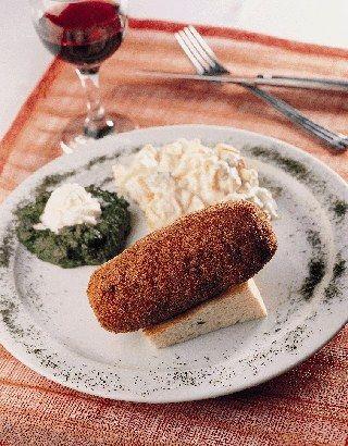 Piliç Kievski  (1 kişilik)  Malzemeler:   200 gram tavuk göğsü  4 yemek kaşığı tereyağı  Tuz  1 çay kaşığı toz zencefil, beyaz toz biber ve tarhun  Pane için: Un, 4 yumurta, galeta unu  Kızartmak için: Ayçiçek yağı  Servis için:   Haşlanmış sebze (havuç, brokoli, brüksel lahanası, kabak)  Yarım haşlanmış patates  2 yemek kaşığı ıspanak püresi  1 tatlı kaşığı ekşi sos  Hazırlanışı:   Tavuk göğsü bıçakla ince açılır, parçalanmadan inceltilir. Zencefil, toz beyaz biber, tarhun ve tuz etin üstüne serpilir. Dövülmüş tavuk göğsünün ortasına yerleştirilen kievski yağı rulo şeklinde sıkı sıkıya sarılır ve kapaklı bir kap içinde buzdolabında 0 derecede muhafaza edilir. Buzdolabında en az 2 saat en çok 4 gün bekletilir. Hazırlanan kievski sırası ile un, yumurta, galeta unu, yumurta ve tekrar galeta