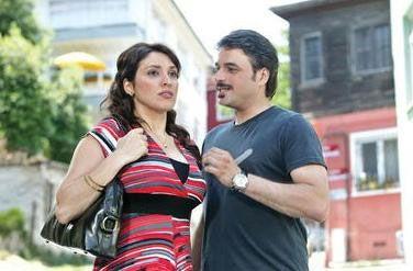Kanal D'nin sevilen dizisi Geniş Aile'nin Cevahir'i Ufuk Özkan dizide Zuhal Topal'ın canlandırdığı Şükufe'nin kalbini fethetmeye uğraşıyor.