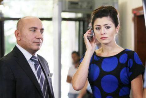 Yaprak Dökümü'nün Ferhunde'si Deniz Çakır dizide Mustafa Avkıran'ın canlandırdığı karakter ile evlendi.