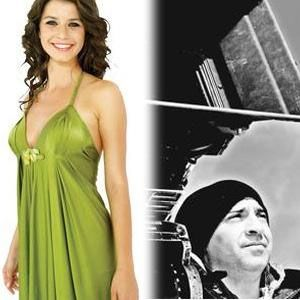 Oysa gerçek hayatta Saat'in Nefes filminin yönetmeni Levent Semerci ile aşk yaşadığı iddia ediliyor.