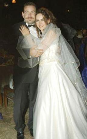Dizinin Nazan'ı Bihter Dinçel, gerçek hayatta bir süre önce hayata veda eden usta tiyatrosu Savaş Dinçel'in oğlu Barış ile evli.
