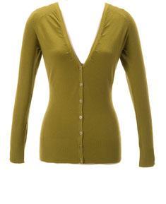 Yeşil;  sarısı bol olan bir yeşil renktir. Daha çok siyah ve bejlerle kullanmalısınız, koyu tonlarını takımlarınızda bile tercih edebilirsiniz.