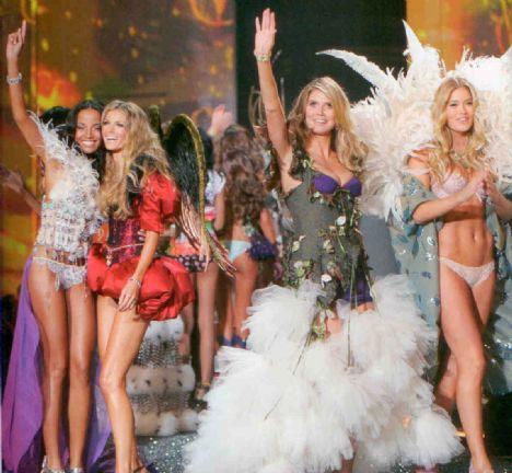 """Dünyanın en ünlü iç giyim firmalarından biri olan Victoria's Secret'ın defilesi, her yıl olay yaratıyor.Koleksiyondaki iç çamaşırları kadar, birbirinden seksi mankenler de konuşuluyor.Peki bu sıra dışı şovda yer almayı başaran dünyaca ünlü top modeller formlarını nasıl koruyor? İşte """"Melekler'in Sırları""""..."""