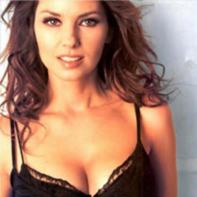 Şarkıcı Shania Twain ise oyuncu Jessica Alba gibi iki açıdan da altın orana sahip.