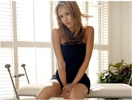 İşte güzelliği birkez daha tescillenen ünlü oyuncu Jessica Alba...