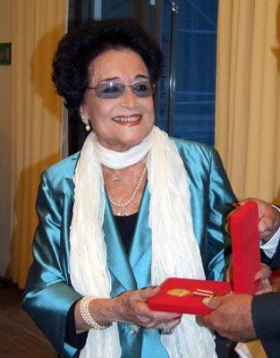 Yılın sanatçısı:   Sesiyle ve sanatıyla insanları etkilemeyi başaran Leyla Gencer %63'lük oyla birinci olurken, İnci Eviner  % 23 oyla ikinci, Zeynep Tanbay %14 oyla üçüncü oldu.