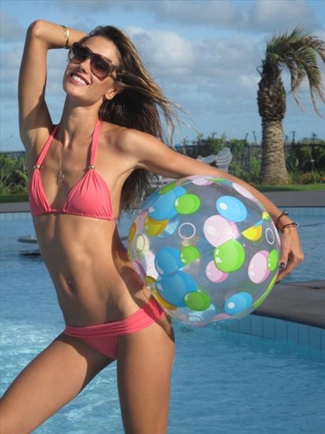Allesandra Ambrossio'nun özel tatil fotoğrafları - 5