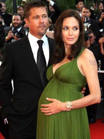 Yıl 2008,,, Angelina Jolie ve Brad Pitt Cannes'da. İkizler henüz doğmamış.