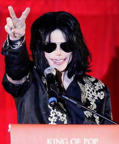 Yıl 2009. Michael Jackson son performansı ile ilgili açıklama yapıyor.