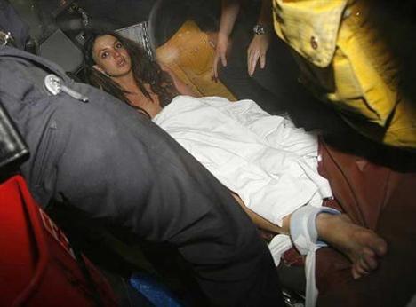 2007... Britney Spears sinir krizi geçirdi.