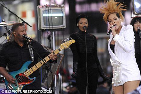 Rihanna pembe bikinisiyle büyüledi - 26