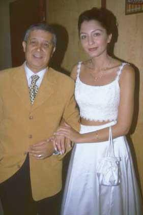 Sinema ve tiyatronun ustalarından Halit Akçatepe de torunu yaşındaki Rezzan Sarıçam ile evlenmişti.