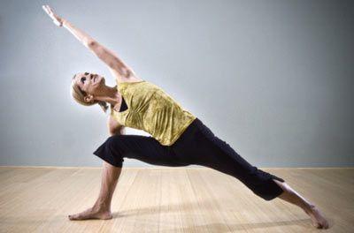 Yoganın faydaları Beslenmeyi düzenler...  Journal of the American Dietetic Association, yoga ve dengeli beslenme arasında güçlü bir bağ bulmuş. Burada önemli olan neden, yediğin ve doyduğunu anlamak. Yürüme veya koşu böyle bir yarar sağlamıyormuş.
