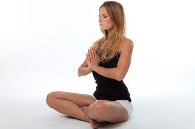 Yoganın faydaları  Ağrıları dindirir...  Araştırmalar, haftada birkaç kez yoga yapmanın sırt ağrısını dindirip enerji verdiğini gösteriyor. Ve bu faydalar uzun süre etki ediyor. West Virginia Üniversitesi Tıp Fakültesi'nde yapılan bir araştırmaya katılan insanlar, üç ay boyunca yoga yaptıktan sonra yüzde 70 daha az sırt ağrısı kaydetmiş. Ayrıca katılımcıların yüzde 80'i ya daha az ağrı kesici almış ya da tamamen bırakmış.