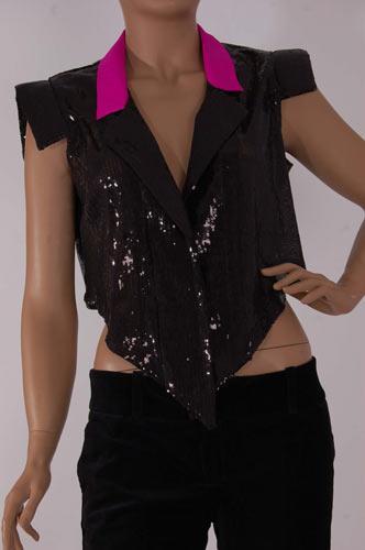 Zeynep Erdoğan'ın  tüller, deri ve payetlerle yarattığı harika moda dünyasına göz atmak isterseniz, buyurun   www.designist.com.tr  sayfalarına.   Ürünü satın almak için bu linke tıklayın!