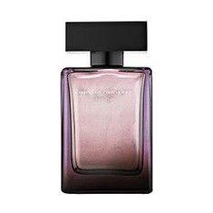 Narciso Rodriguez for Her Eau de Parfum Intense, beyaz çiçekler ile miskin cesur ve çarpıcı bir kombinasyonu.