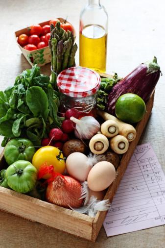 Çiğ gıda tüketimi Çiğ beslenme yöntemini seçenler, çoğunluğu organik olmak üzere, tamamen bitkisel temelli ve hiçbir şekilde işlenmemiş gıdaları tüketiyorlar. Bu beslenme biçiminde, tüketilen gıdaların en az üçte ikisi pişirilmeden alınıyor. Çiğ gıda tüketenlerin tamamına yakını hayvansal gıdayı diyetine dahil etmiyor.   Çiğ mi, pişmiş mi? Hangisi daha iyi?