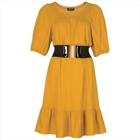 Sarı yarım kollu elbise. Belindeki kalın kemeri ile vücut hatlarınızın daha düzgün görünmesini sağlıyor.   Satın almak için tıklayın!