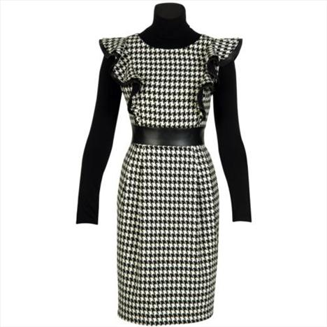 Kazayağı desenli elbise. Fırfırlı omuzları sayesinde tüm ilgiyi üzerinize çekebilirsiniz...   Satın almak için tıklayın!