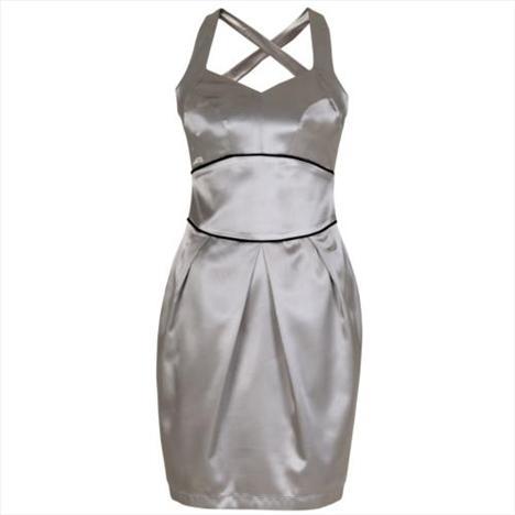 Saten, gri çapraz askılı şık elbise. Davetlerde ve kutlamalarda üzerinizden çıkarmak istemeyeceksiniz.   Satın almak için tıklayın!
