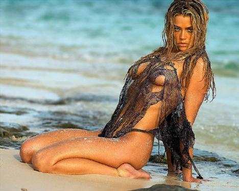 Denise Richards - 29