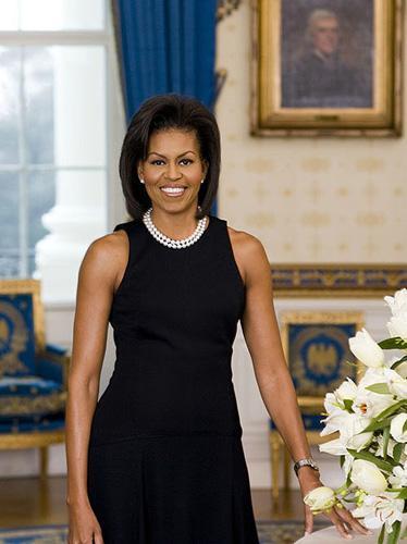 Michelle Obama:  ABD First Lady'si güzelliği ve formuyla, orta yaşlı kadınlara örnek oluyor.