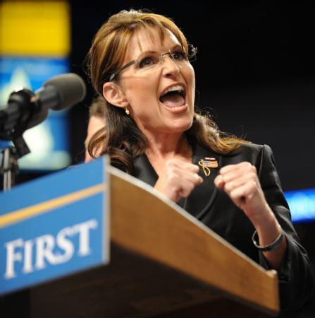 Sarah Palin:  ABD 2008 Başkanlık seçimlerinde Cumhuriyetçi Parti Başkan Yardımcısı adayı Sarah Palin, siyasi kariyeriyle olduğu kadar bakımlılığıyla da ön planda